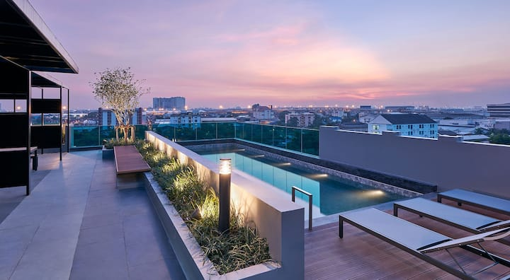 Cost-effective/450 meters from BTS / Sky Pool