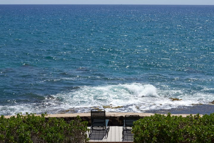 Oceanfront Makaha 5 BR/3.5BA  Remote and Secluded