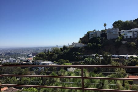 laurel canyon los angeles vacation rentals villas airbnb
