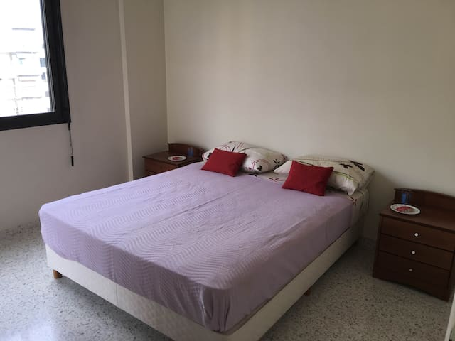 Private Room in a modern flat in Jounieh - Lebanon - Jounieh - Lejlighed