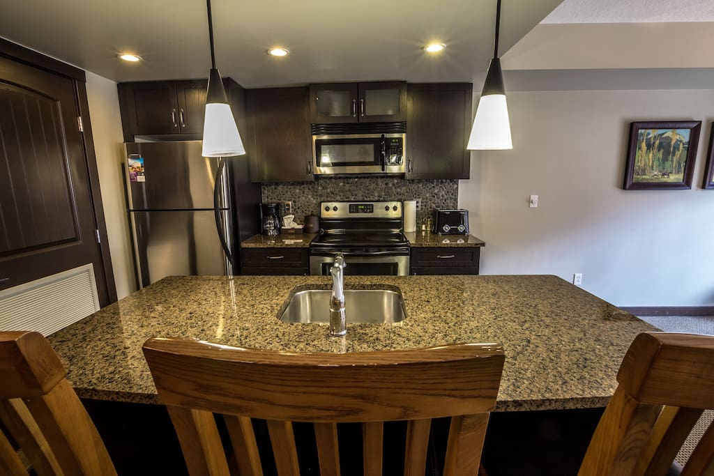 Huge island and high-end stainless steel appliances