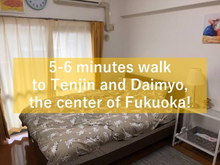 5-6 minutes walk to Tenjin and Daimyo !  P-S-402