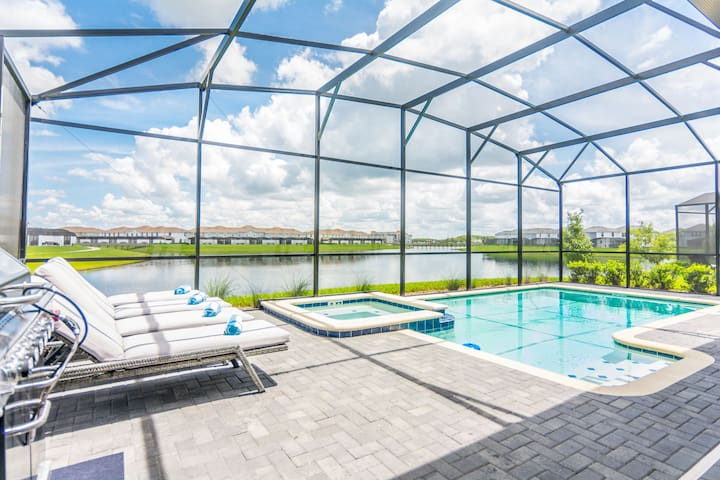 Gorgeous Single Home with Pool and GameRoom SL2953