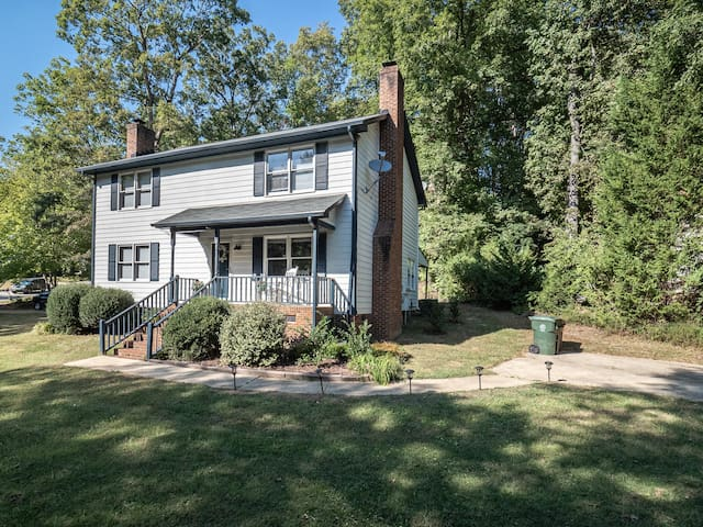Delightful Private Duplex Close to West Raleigh