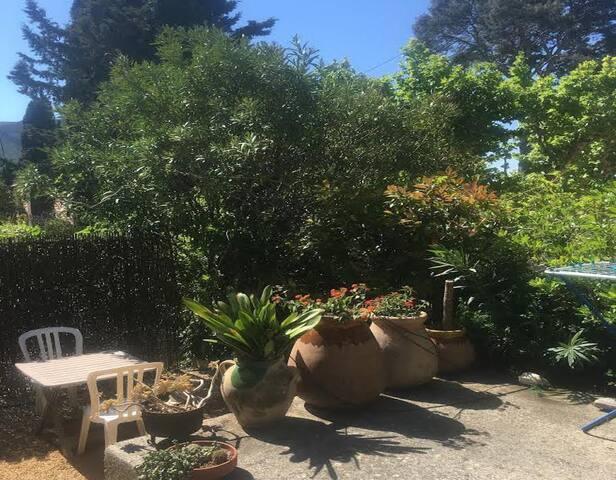 CASSIS - Studio + parking + petit jardin