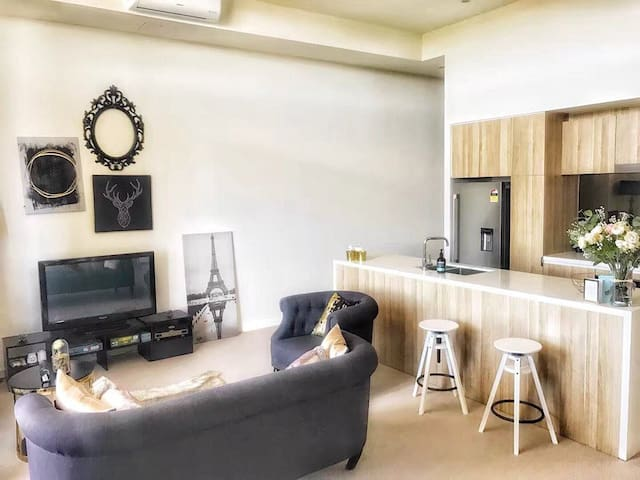 Best Price shared studio close CBD & Airport