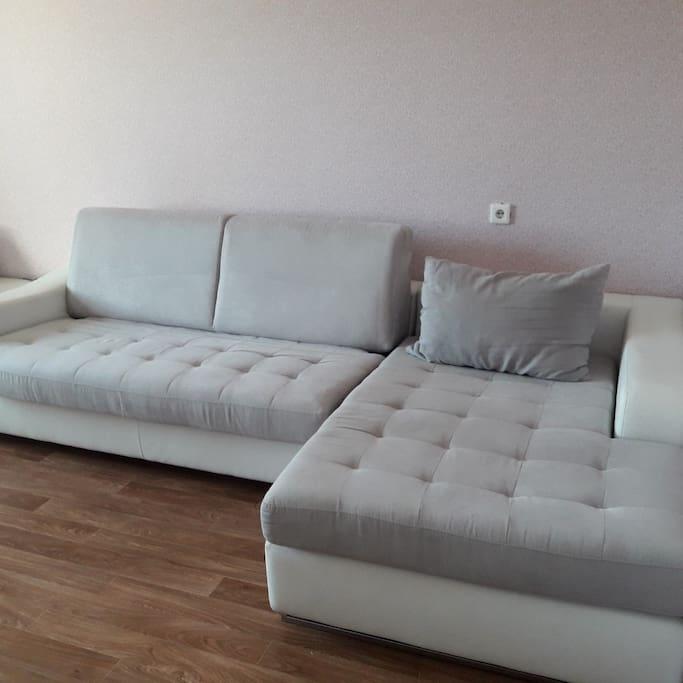 Раскладной большой диван