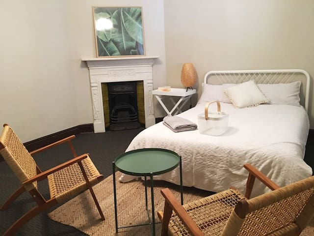 Spacious room in Historic Terrace near Opera House