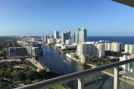 Beachwalk aptmt, Fully Equipped, Great view, Pool! - Hallandale Beach