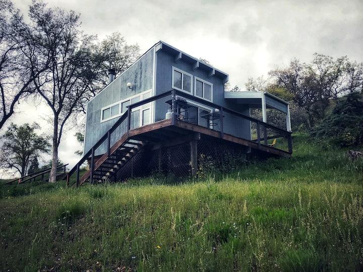 """Sequoia Resort-House 2 """"Artist's Studio Cabin"""""""