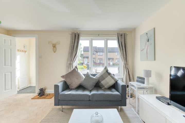 STUNNING 4* family  home, central location