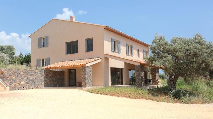 Villa d'architecte à Ollioules: piscine et vue mer