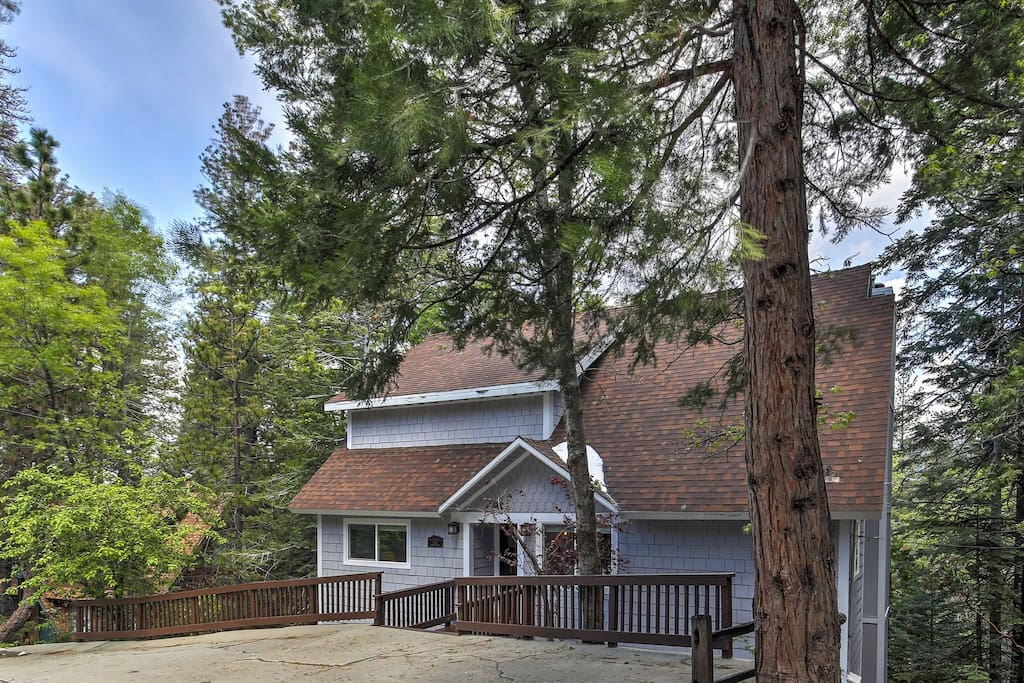 Welcome to your Lake Arrowhead home-away-from-home.