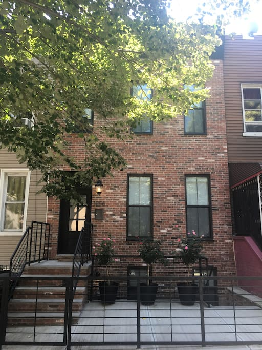 Charming cool bushwick 2 bedroom apartments for rent in brooklyn new york united states for 2 bedroom apartments in brooklyn for 1000