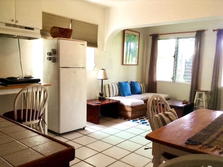 Large 1Bedroom Apartment, Tropical Hillside Garden