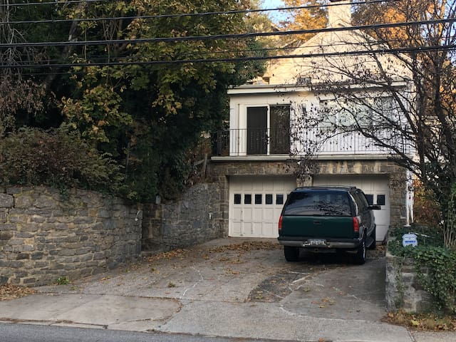 Private house 5 min walk to Bronxville near NYC