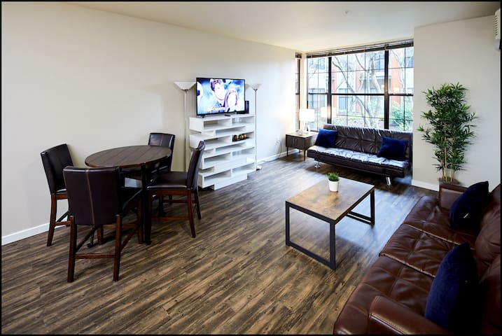 Modern 2BR Suite in Pearl District
