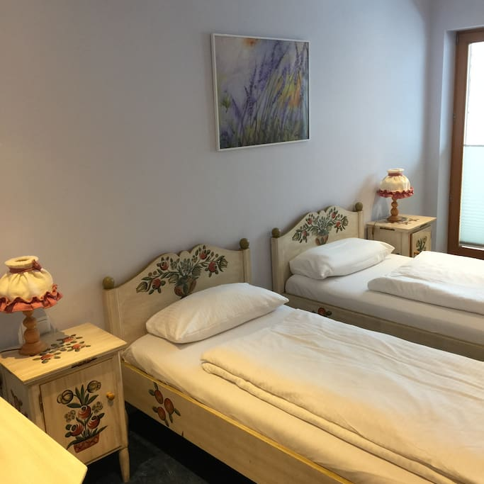 Familien Zimmer am Brandnerhof - Bed and breakfasts for Rent in Garmisch-Partenkirchen, Bayern ...