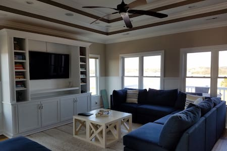 Luxury Ocean Home with Pool and Golf Course - Holden Beach
