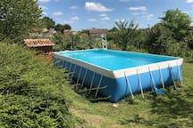 La piscine hors sol sécurisée pour les enfants
