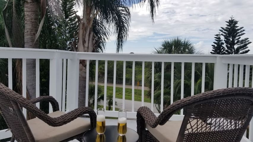 Pet friendly 3 story vacation home Crystal Beach