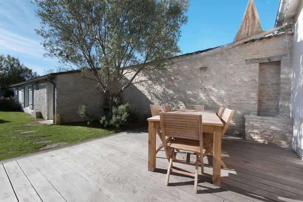 maison et d pendance id ale pour deux couples maisons louer le bois plage en r aquitaine. Black Bedroom Furniture Sets. Home Design Ideas