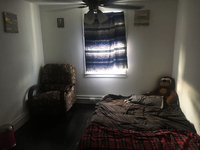 Cozy room,Great location, safe area, close to MGM.