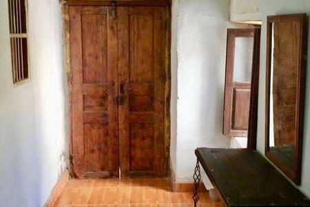 """Habitación Privada en casa Colonial """"Los Jazmines"""""""