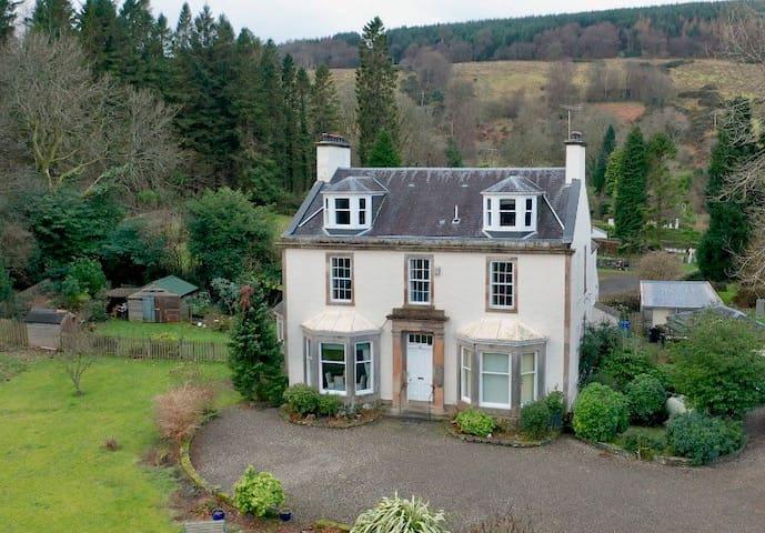 Former Victorian Manse: Room Loch Long