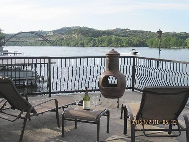 CLOSE TO DOWNTOWN LAKE AUSTIN WATERFRONT HOUSE - Austin - House