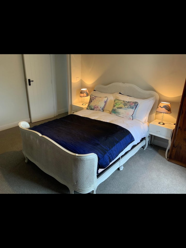 Newly Renovated 1800s Heritage Cottage Room 1