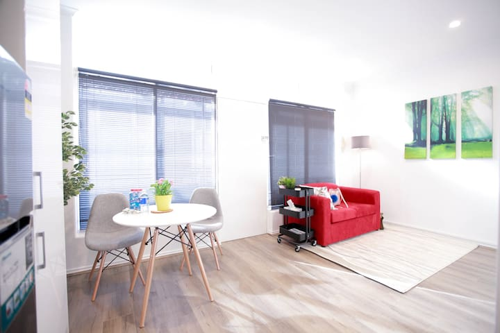 Just Opposite Beach & looks brand new - Saint Kilda West