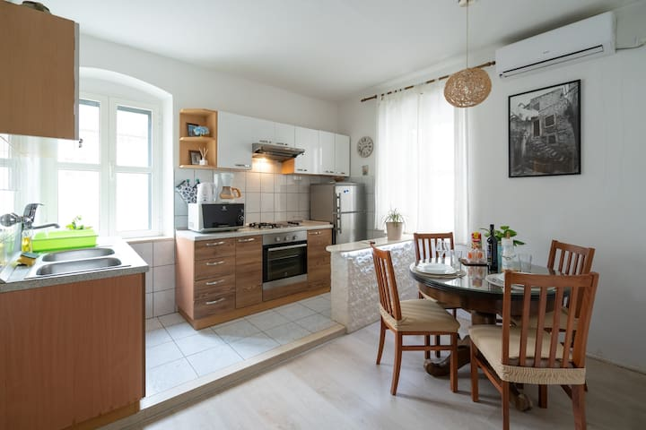 Apartment Tiramol