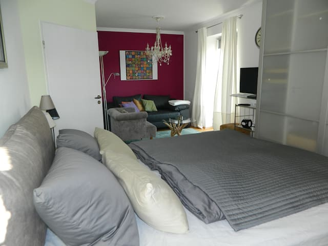 Zimmer mit Balkon und Boxspringbett kann dazu gebucht werden