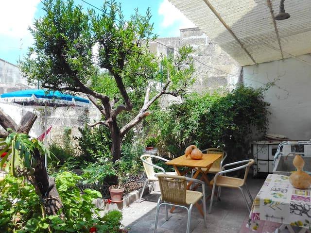 Antica casa con giardino nel cuore del Salento