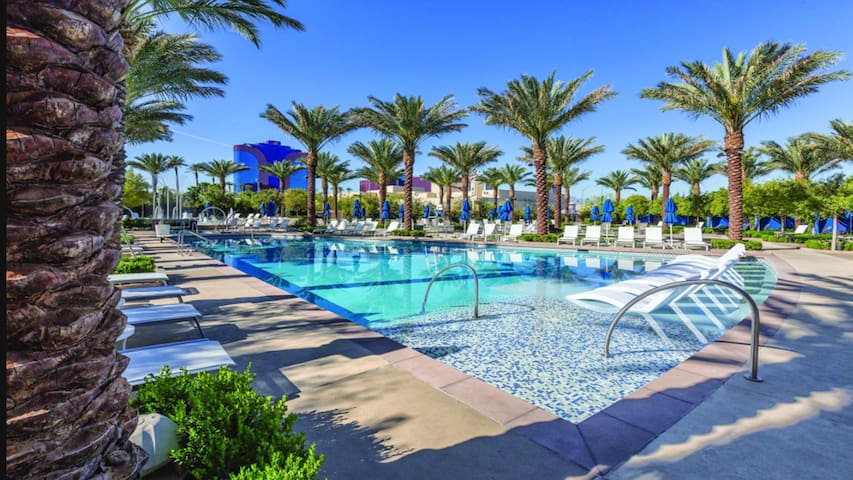 1Bd Suite, A Vegas Oasis!!