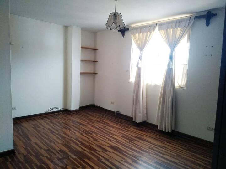 Habitación grande y confortable en San Miguel
