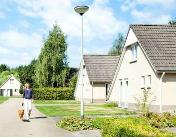 Vrijstaand 4p recreatievilla Mi- Limburg Roermond - Posterholt