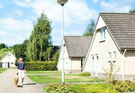 Vrijstaand 4p recreatievilla Mi- Limburg Roermond - Villa