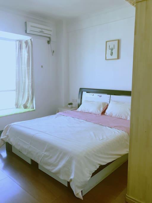 卧室二 1.8*2.0大床