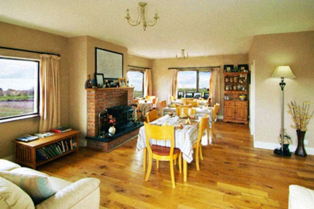 dining -sitting room area with panoramic views
