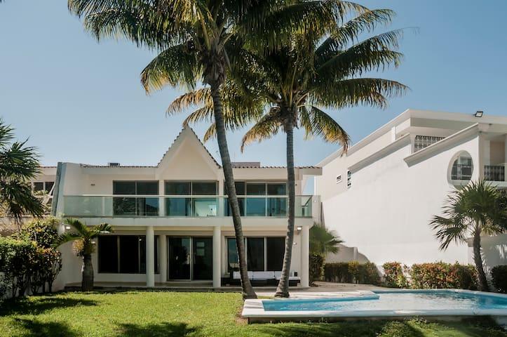 Casa Quetzal Cancun  Bella Residencia a la laguna
