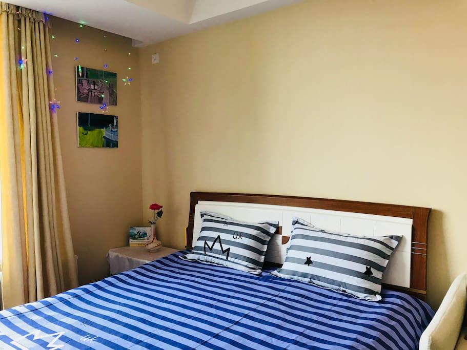 1.8*2.0米双人床+高品质纯棉床品