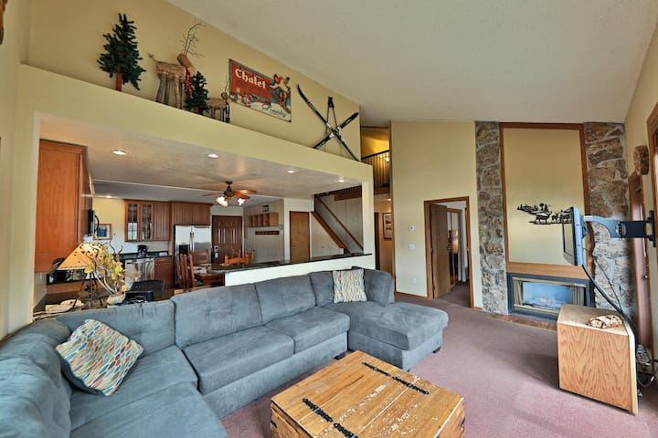 Spectacular Mountain Condo + Loft w/Private Hot Tub, Free WiFi, Shared Pool, W/D