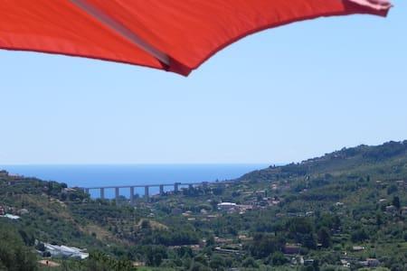 Großes Ferienhaus mit Komfort u. Meerblick Riviera - Isolalunga
