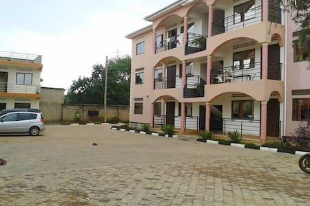 Kal Apartments, 6 in number - Kampala - Lakás