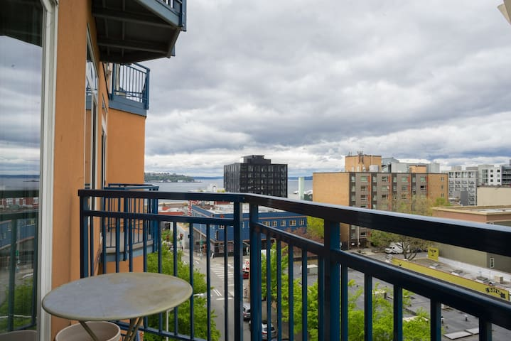 Belltown Pike Place View 6th fl 1bd Parking!