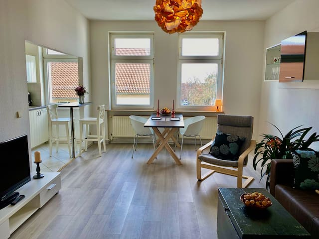 Livingroom with open american kitchen, Flat-screen TV and wlan