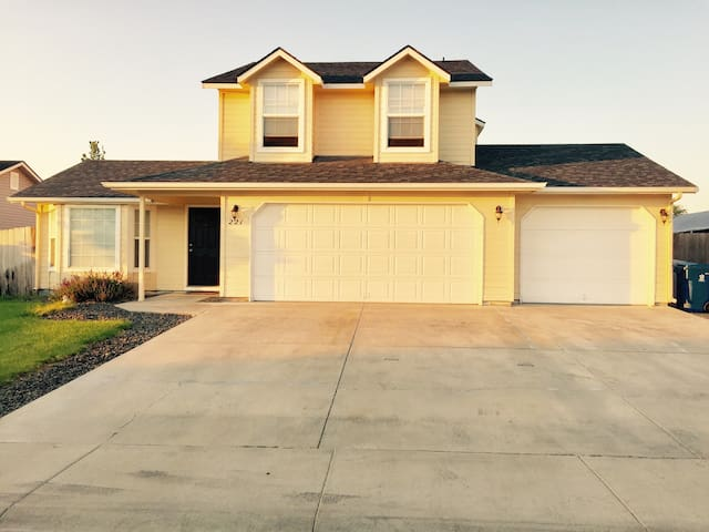 The Simple House (Nampa)