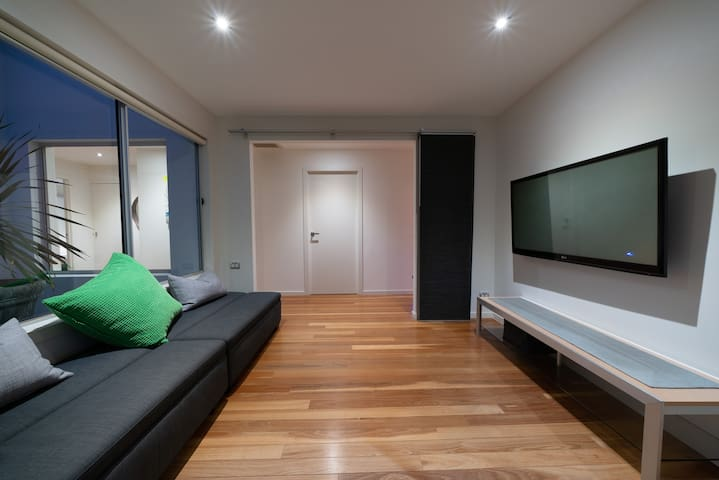 5th extra room space which can be used as an additional TV room or fold out the 2 single ottomans to sleep 2 guests.